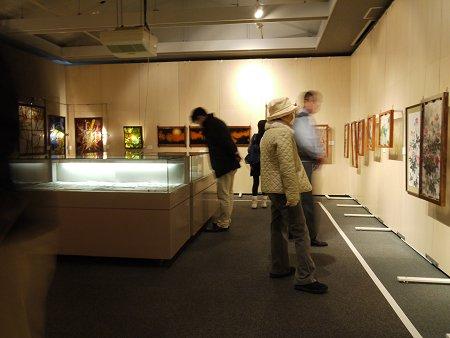 2Fのステンドグラスとフュージング画の展示室