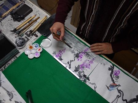 水墨画で「藤とカワセミ」を描いています