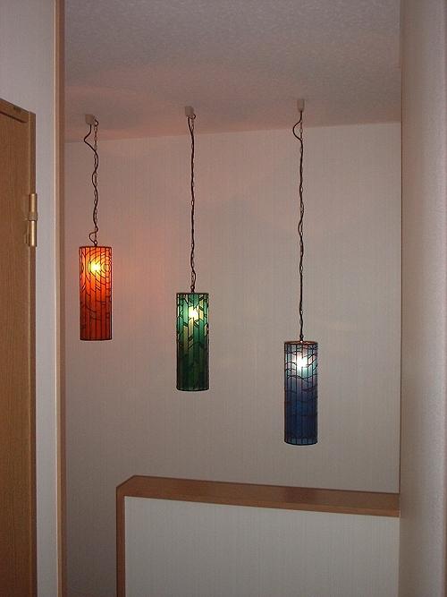 3個一組のステンドグラス吊り灯