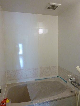 リフォーム前:窓のない浴室