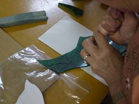 立体カットは、ガラスを転がすように、スコアを入れます
