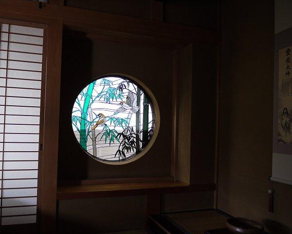床の間に和風ステンドグラス「竹林」の取り付け完了