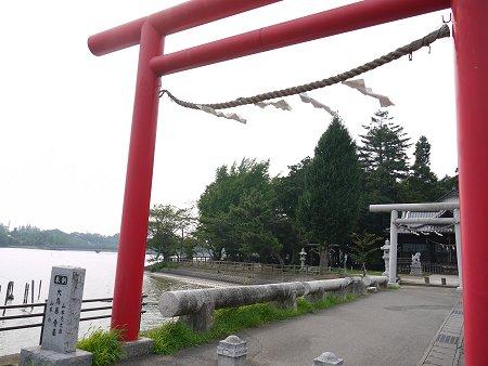 砂沼のほとりにある愛宕神社