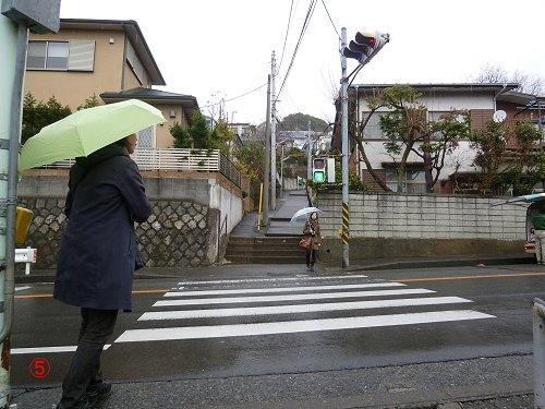 学生がたまる横断歩道