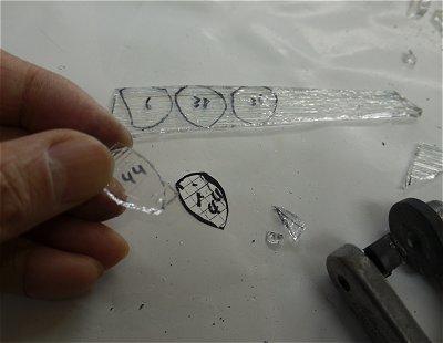 気泡のピースを切り出しています
