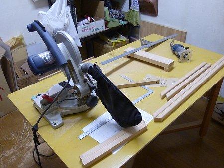 木工でs額縁制作中