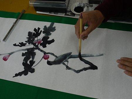原画は墨をすって、墨画で描きます