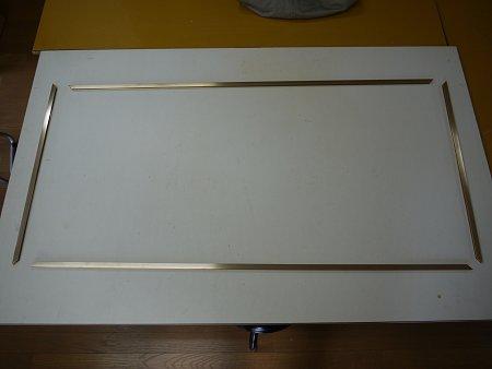 真鍮製の補強枠を寸法通りに切断します