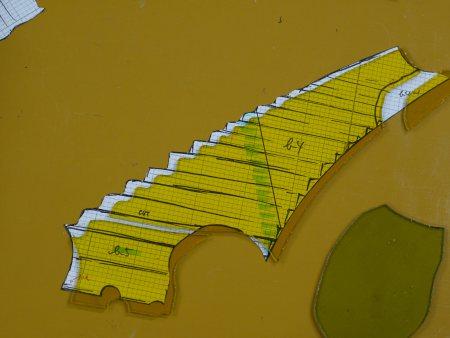 細かい鋸形状は、研磨で成形します。