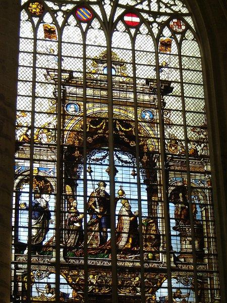 サン・ミッシェル大聖堂の絵画的なステンド
