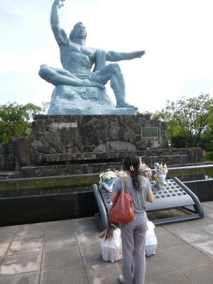 平和公園内の平和祈念像