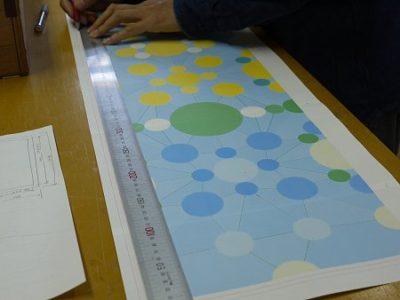 抽象模様のステンドグラス「万華鏡」。型紙を作っているところ。