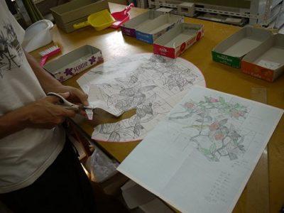 ステンドグラス「椿」の型紙を作っています