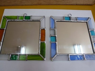 15cmほどの縁飾り付きの鏡
