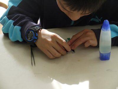 男の子も、デザインに凝って、真剣に制作中。