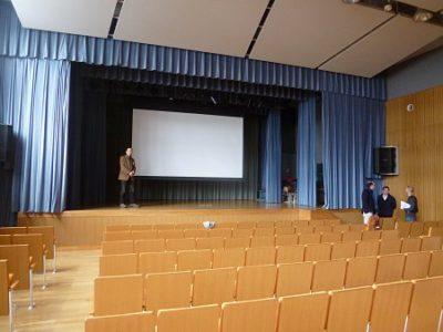 講演の会場。とても広いです。