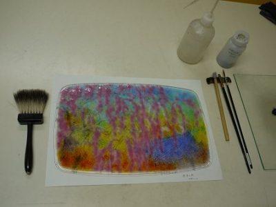 ガラス・フュージングの絵皿を制作中です。