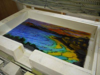 最後の焼成です。波も、ステンドグラスのように、比較的クッキリ入れました。