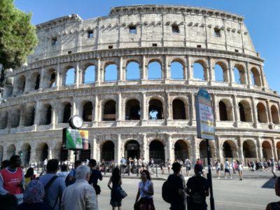 コロッセオは中に入らず外から眺めて終わり