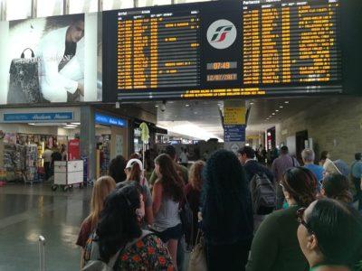 ローマ・テルミニ駅をほぼ定刻に出発しました。
