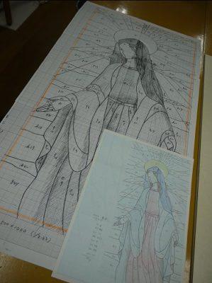 ステンドグラス「聖母マリア」の型紙を制作中です。