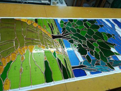 台紙上に並べ終わったガラスピース