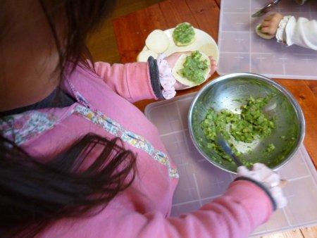 お手伝い大好きな長女は大喜びで、作業していました。