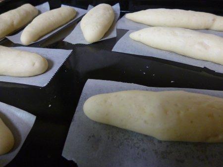 1次発酵は30分程度。直ぐにみんなで成形して、2次発酵。