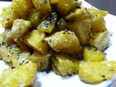 これも我が家みんなが大好きな大学芋。大学芋は主人自慢の一品。蜂蜜がたっぷり入ったお菓子のような大学芋です。