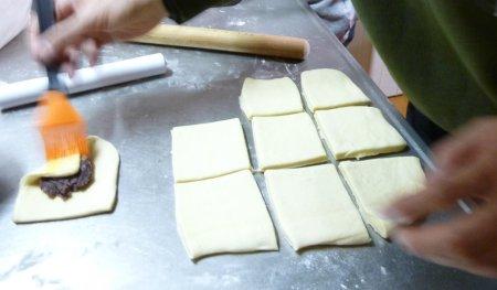 餡子入りとクロワッサンのような形のデニッシュパンです。