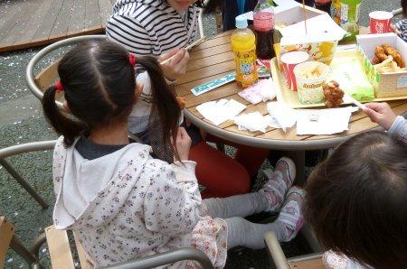 お昼ご飯。春休み中の姪や甥も遊びに来ていたので、この日はみんなで行きました。大人3人、子供5人の計8人での観光でした。