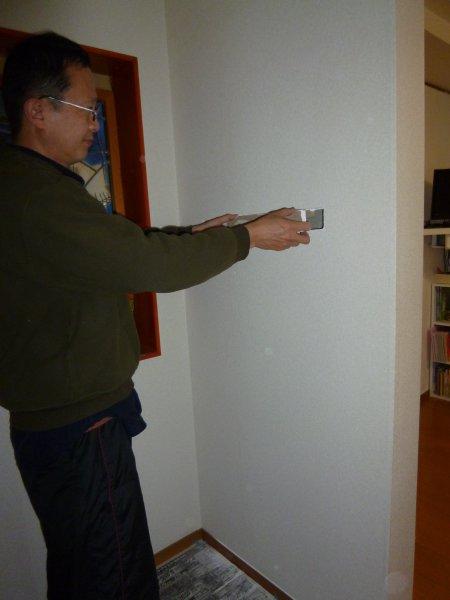 スジカエが無かったので、カッターで小壁のボードを切ります。その際、ドウブチもあったので、切りました。