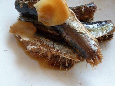 最後は、鰯料理です。梅干と生姜煮、甘辛煮・・鰯の煮つけがブームです。