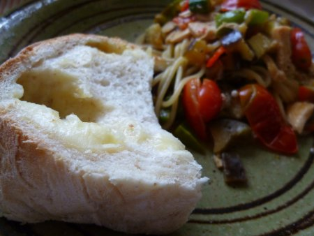 今日の昼食。達風農園で収穫した野菜のラタトゥユのパスタと一緒に。