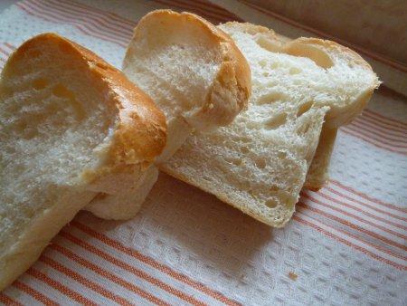 本を参考に、今までとは違う手順をすこし加えたら、弾力のあるパンに仕上がりました。