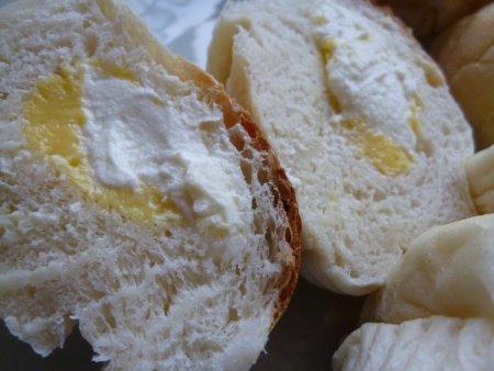 シュークリームが恋しくなると、このパンを作ります。もう中年の域に入る私の年齢でも、今だ、ボリューム重視です。シュークリームよりボリューム満点なこちらのパンほうが好きです。