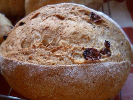 レーズン入りのパンです。
