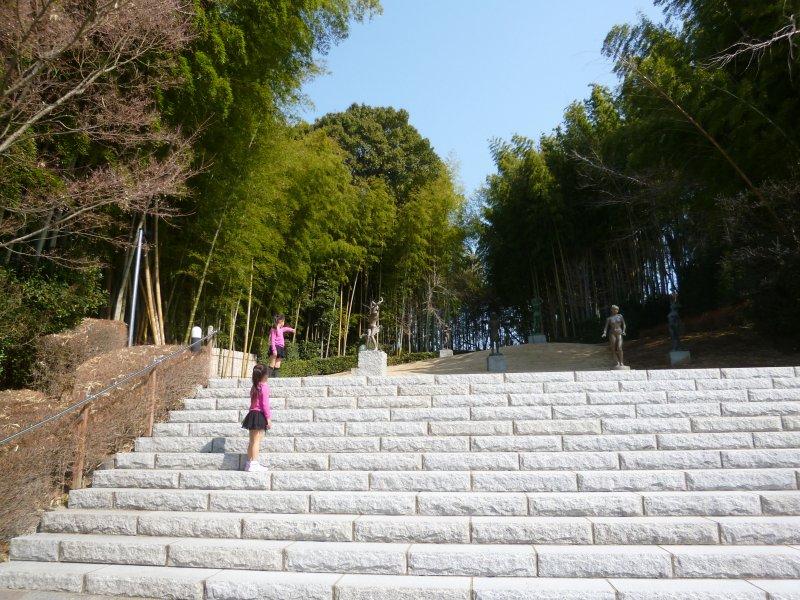 笠間日動美術館の野外彫刻庭園。